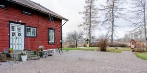 1800-talsgård i Vittinge, Heby, lockade till sig många klicks på Hemnet denna vecka. Foto: Riksmäklarna