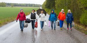 Tio kvinnor i Ekeby går en daglig kamp mot skräpet i naturen.