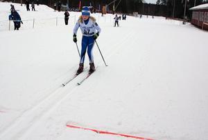 Moa Kristiansson gillar att träna, både med kompisarna i Dala-Järna IK och ensam, berättar hon efter målgången.