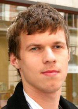 ArturasKivilsa,20 år, Torvalla:– Javisst. Om man röstar så kan man påverka. Jens Nilsson lovar jobb i Europa, så jag har förtidsröstat på honom.