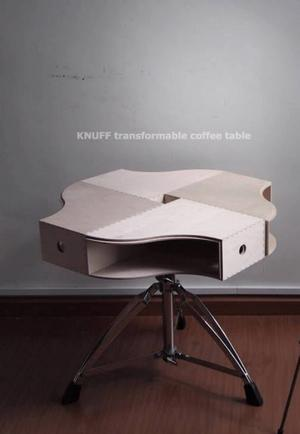 (Soffbordsbild 1) Ett soffbord gjort av en så kallad konstnärspall och tidningshållarna