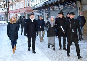 "Arkitekturupproret på plats i Borlänge. ""Sveriges fulaste stad"". Arne Ludvigsson guidar i centrum."