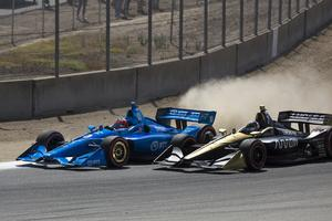 Felix Rosenqvist och Marcus Ericsson i en batalj på banan under finalracet på Laguna Seca förra söndagen. Foto: David Royal/TT