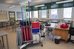 Nu drar kommunen ned på städningen av klassrummen. Besparingen beräknas till 700 000 kronor per år.