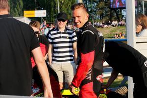 Anders Thomsen gjorde ny succé för Indianerna som tog säsongens första hemmaseger när Dackarna besegrades. Dansken hyllar lagmoralen och var själv aktiv i depån med att peppa lagkamraterna.