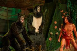 Nils, till höger, gjorde rollen som Mowgli i Djungelboken. Foto: Pressbild.