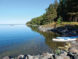 De tänkta vindkraftverken på Utposten 1 sett från Saltharsfjärden. Fotomontage: Sweco