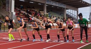 Hemmalöparen Kesanet Merese, längst till höger, slutade trea på damernas 800 meter men vann 5 000 meter.
