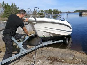 Efter vissa besvär lyckades Igor  Durakovic få sin båt i sjön.
