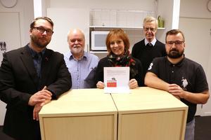 Berth Falk (S), Kjell Edlund (S),  Wendla Thorstensson (C),  Henrik Hult (C) och Johan Niklasson (C) med sin gemensamma budget som innehåller satsningar för 2020.