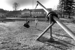 I början av 90-talet var skolan i Laxsjö i dåligt skick. Kommunen tyckte sig inte ha råd med all renovering och ombyggnad om inte Laxsjöborna ställde upp med ett antal dagsverken. Vilket de gjorde.
