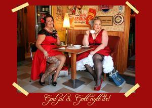 En tjuvkik på 2018 års kalenderflickor i Rockabillykalendern. Monja Wadegren från Halmstad och Jaana Kallio Hemlin från Fjärdjhundra. Bild: Cia Sandell