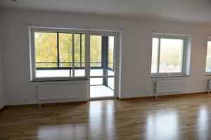 Ekparkett, öppen planlösning och inglasade balkonger är något som de nya hyresgästerna kan se fram emot när de snart flyttar in på Kungsgatan.