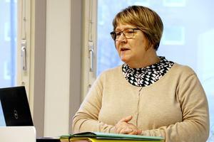 Britt-Inger Fallström från SBB  berättade hur förbundet fördelat beräknat nödvändiga totala prishöjningar på VA-brukningstaxan. Flerbostadshus och industri får större höjning på de fasta avgifterna än villataxorna. De rörliga avgifterna får en relativt högre höjning än den fasta.