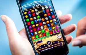 Ett prestandakrävande spel kan förlänga livet för din telefon i vinterkylan.Bild: Marcus Ericsson/TT