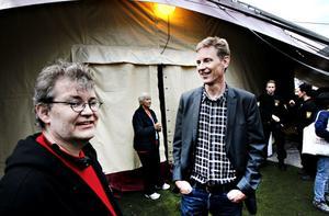 Biennalens tekniske chef Jesper Kjällqvist och konstnärlige ledaren Michael Kocke före  galamiddagen. Nu kan de börja andas ut - allt har gått som planerat.