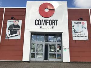 Comfort står det fortfarande med stora bokstäver över entrén till butiken på Aspholmen. Men på sin hemsida skriver Comfort att Vatten och Värme inte längre ingår i Comfort-familjen. Butiken har varit stängd sedan i somras.