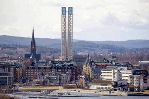 Nästa strid på Stora torget dröjde inte länge. När Nicklas Nyberg dök upp och ville bygga två höga skyskrapor på Torget var det dags igen.