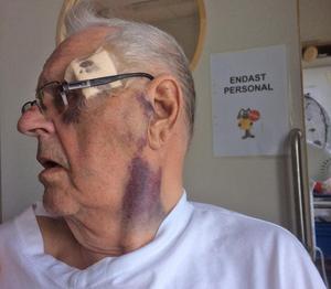 Melker Jonsson  kan inte skrivas ut från sjukhuset än, enligt sonen Carl-Johan Jonsson. Först måste han ha en trygg plats att vara på.Bild: Privat