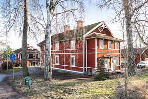 Totalt finns det 47 lägenheter i de 14 fastigheter som nu är till salu. Enligt mäklaren Kjell Andersson är samtliga lägenheter uthyrda. Foto: Fastighetsbyrån Köping.