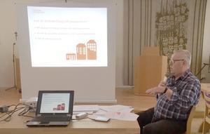 Ordförande Göran Andersson informerade om bostadstillägget. Foto: Solveig Haugen
