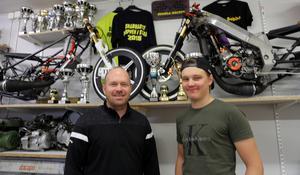 Jerker och Sebastian de Wall blev båda tvåa totalt i SM serien. Jerker i klassen för 100 kubik och Sebastian i 70-kubiksklassen.