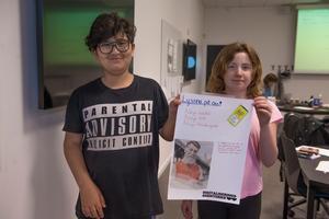 Zhanyar Faroq och Emmi Olsson hade idé om en app där man kan rapportera om smutsiga platser i kommunen.