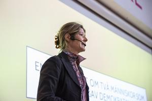 Julie Lindahl, författare, utbildare och barnbarn till en SS-officer i Nazityskland, håller föredraget