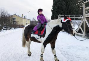 Även en tur med hästen fanns för de små barnen.