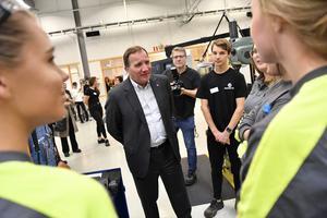 Innan statsminister Stefan Löfven talade på Industridagen i Sandviken besökte han Göranssonska skolan för att prata med elever på industritekniska gymnasieprogrammet. Foto: Jonas Ekströmer