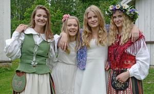 Systrarna Dalton uppträder på vårsoarén i By. På bilden syns Moa Nykvist, Siri Nykvist, Agnes Forslund, Sunna Forslund.Foto: Mats Forslund