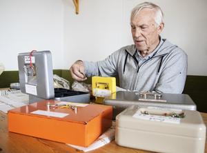 Lars-Göran Larsson träffar många äldre som inte har Swish.