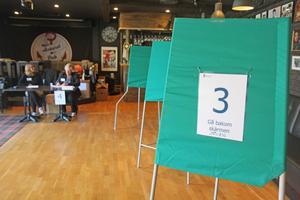 Puben Ankaret i Folkets Hus i Nynäshamn fungerar som förtidsröstningslokal i valet till Europaparlamentet.