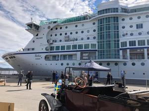 Kryssningsfartyget Birka Cruise har lagt ankare i djuphavshamnen i Härnösand.