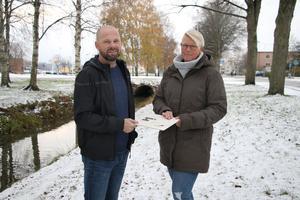 Tomas Yngström tar vid där hans pappa Arne slutade för många år sedan. Han tog fram taktila kartor och en prototyp av en vibrationskompass.  Malin jobbar också med det nya projektet.