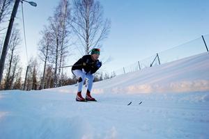 Roberth Fälth var en av tre skidåkare som vann huvudsponsorn Preems tävling att få träna med Gunde Svan. Under två helger fick trion träna med honom på hans egna skidbana i Vansbro.