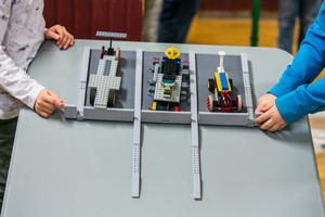 Det fanns också en tävlingsbana för legobilarna som byggdes.