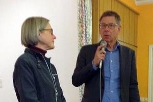 Lennart Hjelm diskuterade bland annat varför beröm inte bara gör folk glada utan även ger lönsamhet åt företag. Foto: Pia Andersson