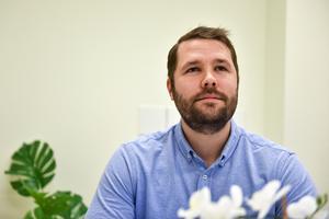 Johan Djos är verksamhetschef i Mora där de har runt 20-25 assistenter.