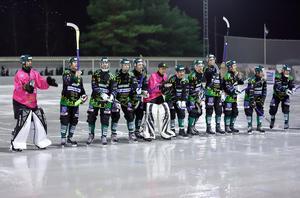Frillesås är klart för elitserien efter 7–4-segern hemma mot Tranås. Foto: Mårthen Backlund/Frillesås Bandy