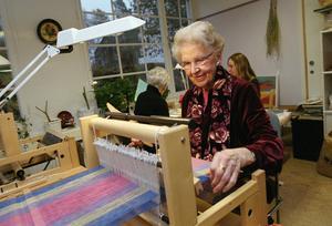 Pensionärer boende på det här servicehuset i har möjlighet att syssla med sina intressen i boendet lokaler. Foto: Erik G Svensson /TT