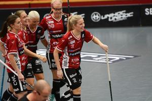 Amanda Wall anför målfirandet efter hennes öppningsmål mot Jönköping.