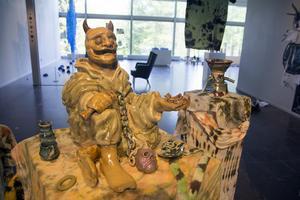 Daniel Nordin i tvåan utforskar (sina) demoner. Denna hemska skulptur är bland det första han har gjort i keramik.