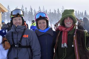 Frida Hansdotter tillsamman smed Jens Byggmark och Mossa.