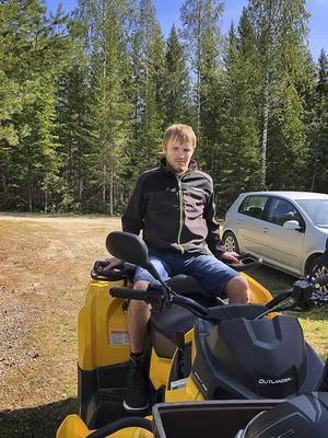 Det bästa Erik Andersson vet är att åka fyrhjuling, eller snöskoter på vintern.