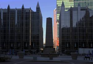 Skyskrapor vid Third och Fourth Avenue i Pittsburgh.
