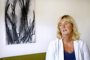 Helen Lott, gatu- och parkchef i Norrtälje, har åtalats för mutbrott i Falun 2009. Hon anställdes av Norrtälje kommun 2012 och kommunledningen har uttalat sitt stöd för henne.