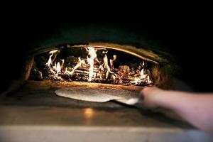 Det är en snabb process gäller att hänga med för att de inte ska brännas.