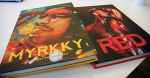 Två av fotoböckerna som fotografen Myrkky, Rubén Gerardo Alfaro Moreno, gett ut. Nästa sommar kommer troligen nästa ut, med bilder från bland annat Vattlång.