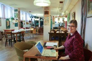Lotta Skogmyr säger att det är lite vemodigt att skiljas från möblerna, men hon ser fram emot att kaféet får en nystart i ny regi.